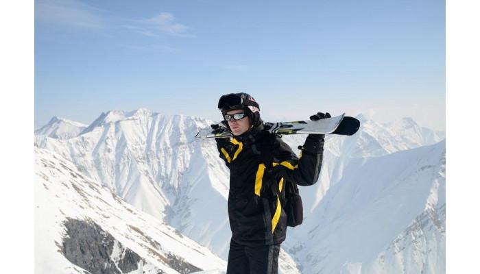 Odzież narciarska. Co warto wiedzieć przed zakupem?