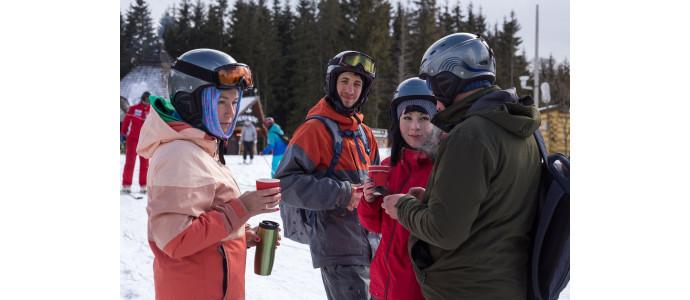 Jakie są podstawowe rodzaje kasków narciarskich?